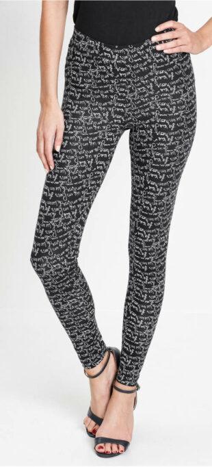 Czarne legginsy z białym napisem