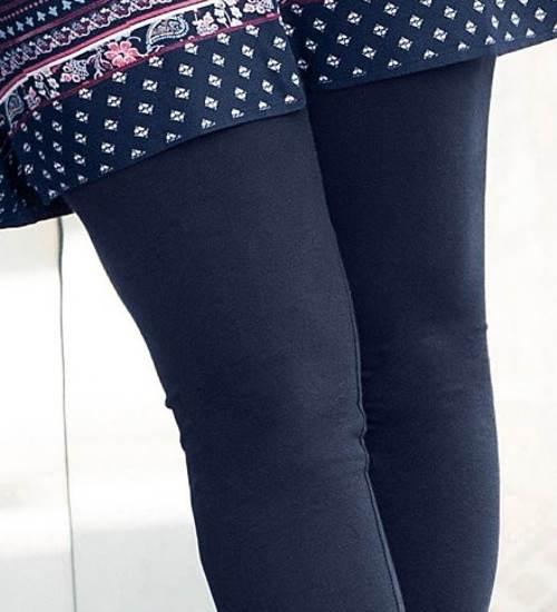 Niebieskie legginsy dla grubszych kształtów