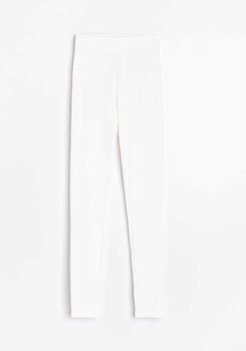 Białe długie legginsy damskie