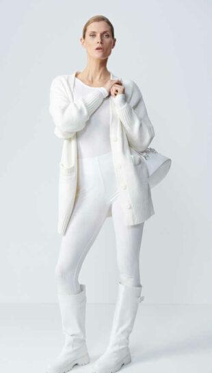 Białe legginsy damskie wykonane z prążkowanej dzianiny jersey