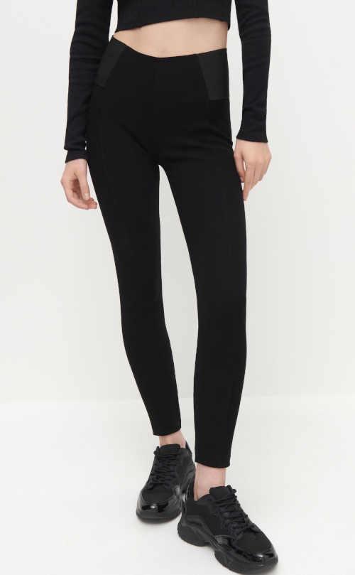 Damskie długie czarne legginsy z wysoką talią o opływowym kroju